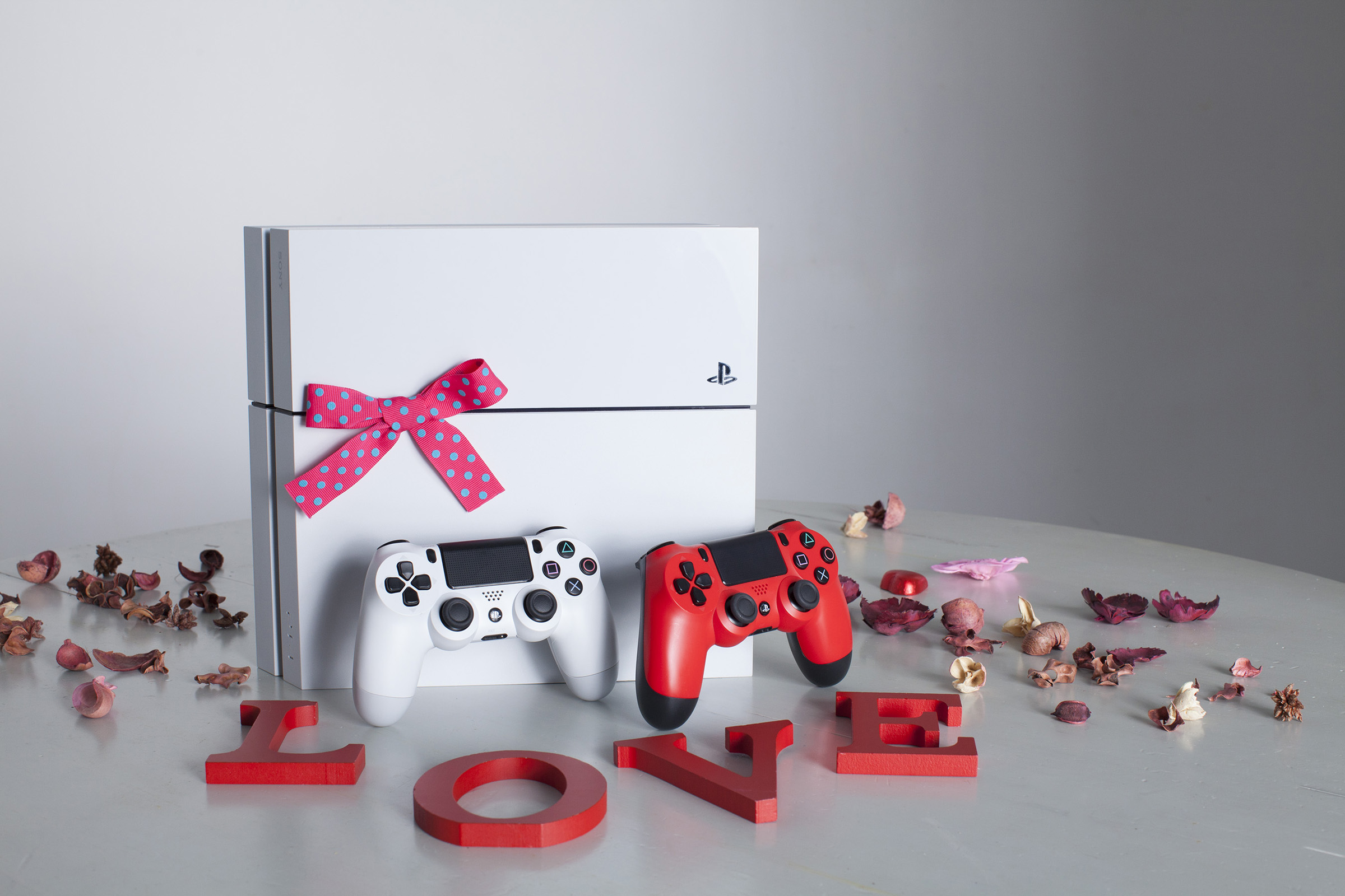 play-station-4-valentine's-day-gift-ideas-for-him